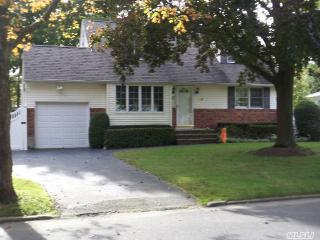 9 Chauser Drive, Greenlawn NY