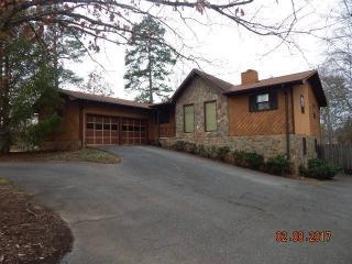 147 Chestnut Lake Drive, Inman SC