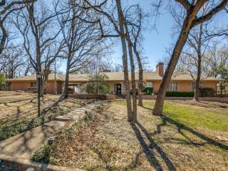 6124 Ravenswood Dr, Fort Worth, TX