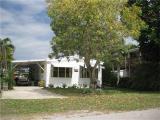 623 Palm Avenue, Goodland FL