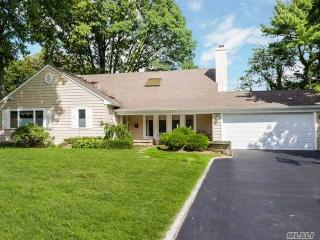 76 Westwood Circle, Roslyn Heights NY