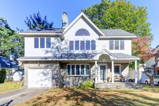 4 Redwood Rd, New Hyde Park, NY