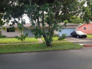 5300 SW 5th St, Plantation, FL