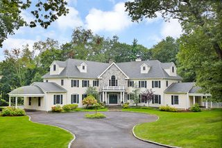 2 Simmons Ln, Greenwich, CT