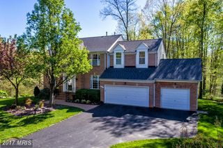 5217 Whisper Willow Dr, Fairfax, VA