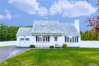 31 Creekside Dr, Middle Island, NY