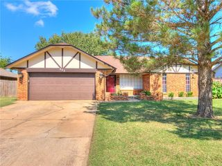 805 SW 27th St, Moore, OK
