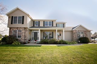 1025 Rustic View Ct, Eldridge, IA