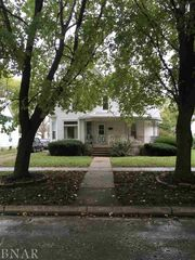 208 E Chestnut St, Fairbury, IL