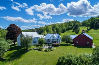 572 Horseshoe Rd, Chester, VT