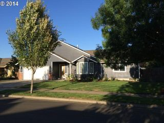 1089 S 11th St, Harrisburg, OR