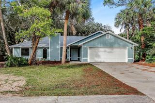 995 Pace Dr NW, Palm Bay, FL