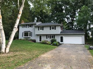 15 Sandy Hill Dr, Fairport, NY
