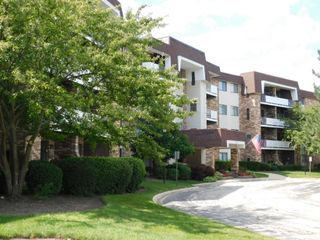 3300 N Carriageway Dr #407, Arlington Heights, IL