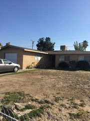 122 W 19th Pl, Delano, CA