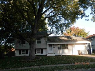 3310 Somerset Dr, Bettendorf, IA