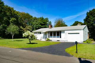 33 Crescent Dr, Ludlow, MA