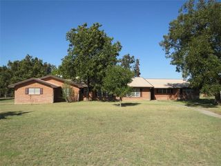 117 E Cypress St, Cross Plains, TX