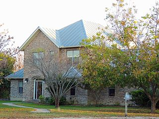 585 River Bend Ln, Martindale, TX