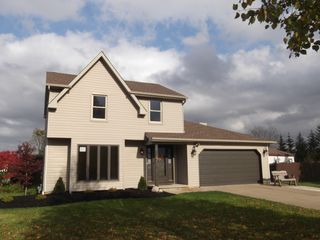 27 Country Pl, Lancaster, NY