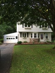 60 Woodview Dr, Rochester, NY