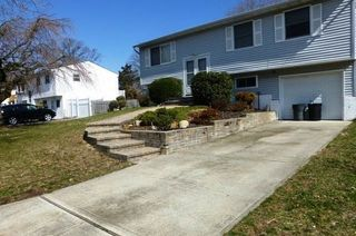 39 Montclair Dr, Selden, NY