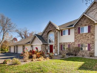 2512 Wilshire Ct, Mendota Heights, MN