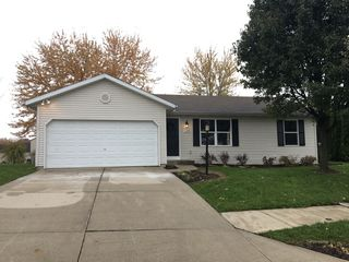 1490 Golf View Dr, Nappanee, IN