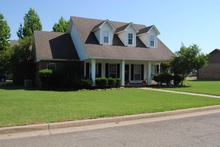 2110 W 9th St, Russellville, AR