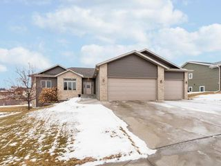 3131 Baltus Dr, Bismarck, ND