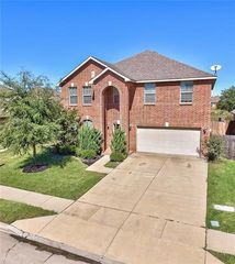 5828 Deck House Rd, Fort Worth, TX