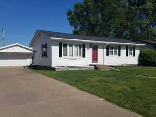 409 N 5th St, Eldridge, IA