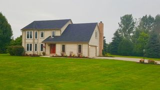 401 Candlewick Ct, Delafield, WI