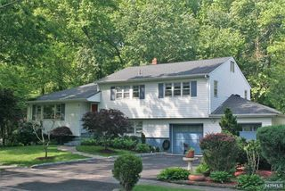 23 Coles Ct, River Edge, NJ