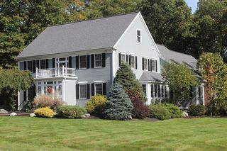 8 Quail Run, Medfield, MA