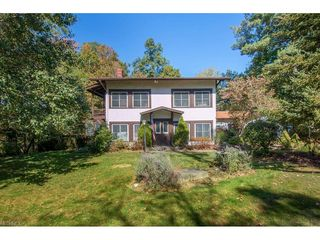 7322 River Rd, Olmsted Falls, OH