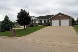 6186 Glen Eagle Ct, Asbury, IA