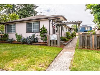 5800 SE Woodstock Blvd, Portland, OR