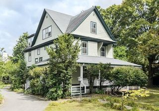 32 Dover Rd, Wellesley, MA