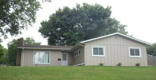1217 Fairlane Dr, Bettendorf, IA