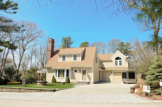 10 Rockledge Dr, North Falmouth, MA