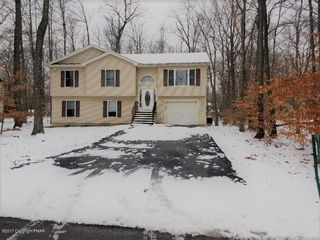 8138 Mayfair Rd, Tobyhanna, PA