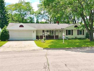 1563 Forest Gln, Green Bay, WI