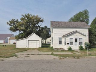 106 2nd Ave SW, Rugby, ND