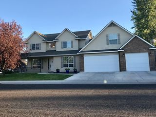 696 Whispering Pine Dr, Twin Falls, ID