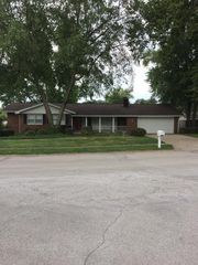 6 Knollwood Dr, Sherman, IL