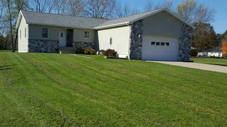 107 Maple Ln, Wakarusa, IN