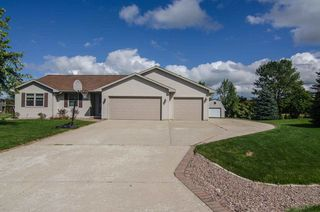 2416 Royal Bay Ridge Rd, New Franken, WI