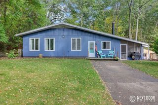 15703 Chestnut Ln, Spring Lake, MI