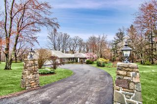 462 Golf Dr, Buck Hill Falls, PA